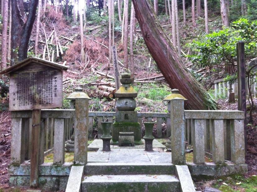 A visit to Ernest Fenollosa's grave